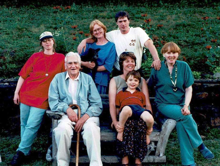 Nuclear family reunion 2004